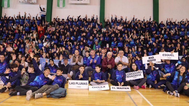 La delegación chubutense de los Juegos Evita antes de emprender el viaje a Mar del Plata.