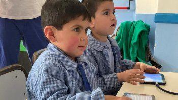 La iniciativa busca acercar a los chicos a la programación y la robótica.