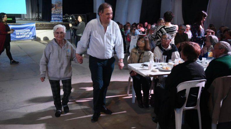 Más de mil adultos mayores disfrutaron de un agasajo