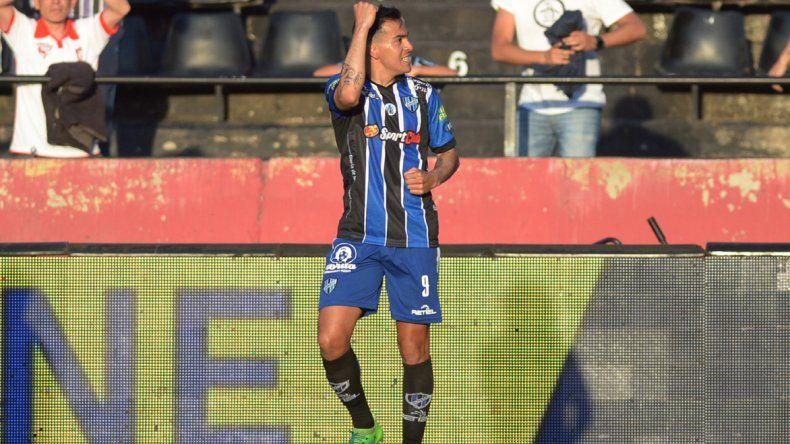 Facundo Sánchez festeja el gol de Almagro.