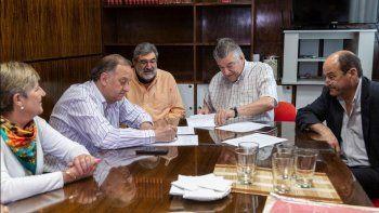 linares rubrico el acuerdo para los policonsultorios en km 5