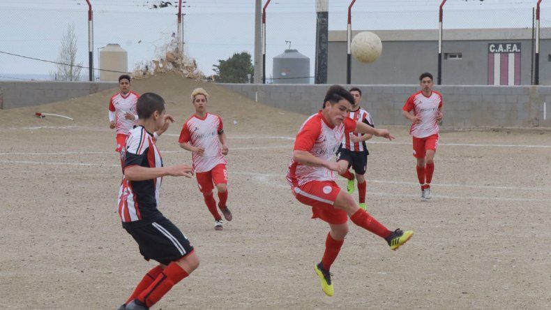 El líder Huracán viene de vencer como visitante 2-0 a Florentino Ameghino.