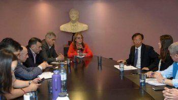El encuentro que mantuvo la gobernadora con directivos de Sinopec en Buenos Aires.