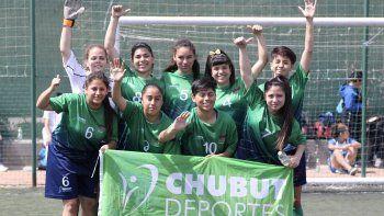 Las chicas del fútbol femenino lograron una medalla de plata.
