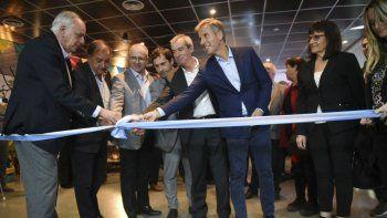 El corte de cintas dejó formalmente inaugurada la Expo Industrial. Hubo un reconocimiento especial al titular de Comodoro Conocimiento.