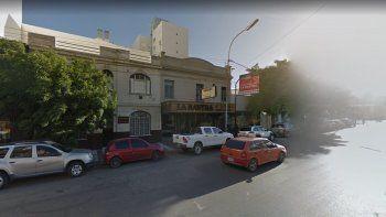 Adolescente amenazó con apuñalar a empleado de restaurante
