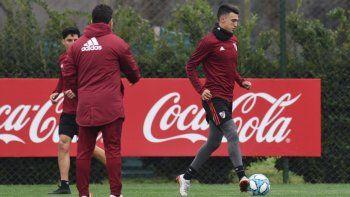 Matías Suárez, Enzo Perez –tapado- y el DT Marcelo Gallardo durante el entrenamiento que el millonario realizó en el River Camp.