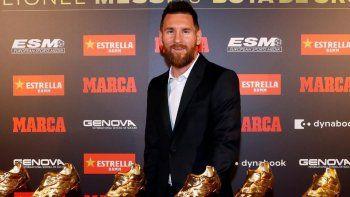 Lionel Messi posa orgulloso con sus seis Botines de Oro.