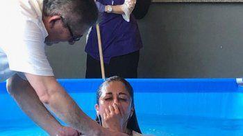 durante la asamblea de los testigos  de jehova se bautizaron 37 personas