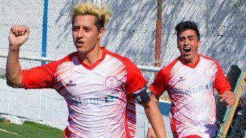 Jorge Barrera festeja uno de sus dos goles que le marcó ayer a USMA y al festejo se suma Jeremías Asencio.
