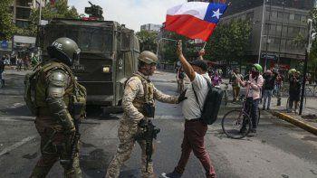 fallecen tres personas en las protestas en chile