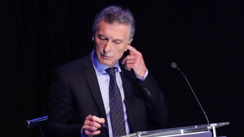 Es falso que Macri tuviera un auricular durante el debate presidencial