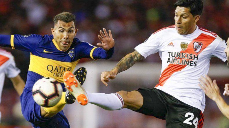 Carlos Tevez asoma como titular en Boca, mientras que Enzo Pérez es una fija en la formación de River.