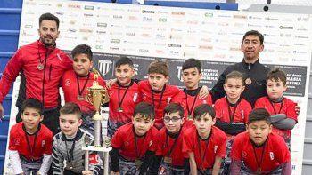 La categoría 2010 del Club Infantil Cabrera, de jugar fútbol reducido a un subcampeonato en Mendoza.