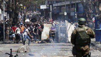 Ayer fue otro día de movilizaciones y represión en Santiago de Chile. Al cierre de esta edición se hacía la evaluación de los nuevos daños y eventuales víctimas.