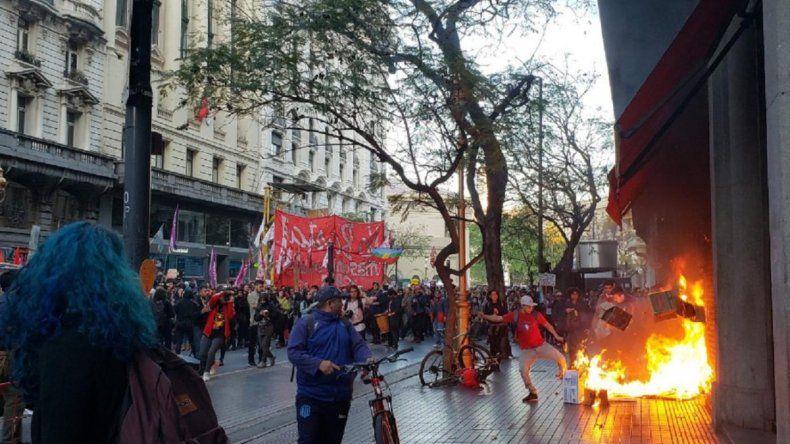 Detenidos y heridos en protesta frente al Consulado de Chile