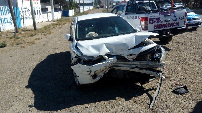 Perdió el control del vehículo y chocó contra el muro New Jersey