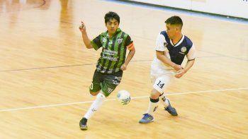 El torneo Clausura de fútbol de salón oficial continuará esta noche con dos partidos, lo mismo que mañana y el viernes.