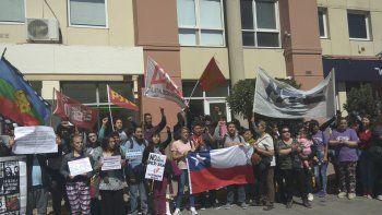 Residentes de Comodoro se manifestaron en contra el gobierno de Sebastián Piñera. Pusieron el acento en que allí la educación universitaria no es gratuita.