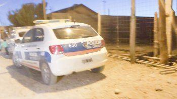 Pasaje Maravilla en Standart Norte, el lugar en donde reside la pareja de nacionalidad boliviana. Realizaron pericias, secuestraron un teléfono y el recipiente de alcohol.