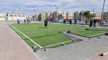 El primer playón público de la ciudad con césped sintético ya es casi una realidad