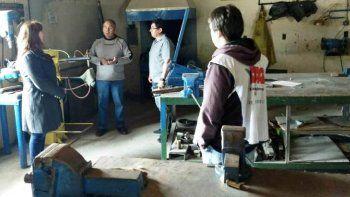 Funcionarios y dirigentes de ATECh recorrieron escuelas de Esquel