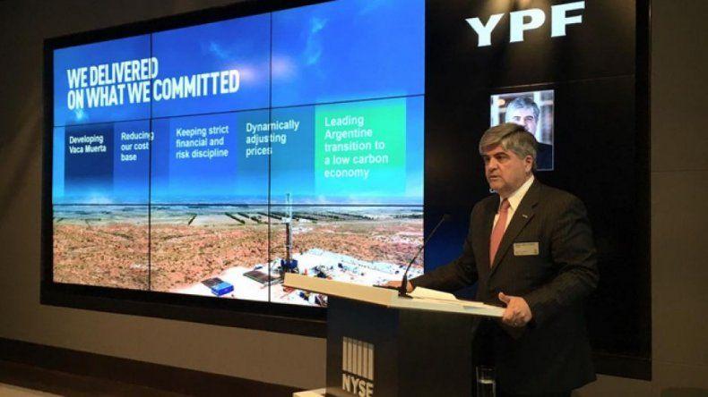 Denuncian a YPF por una millonaria licitación para transporte de combustible