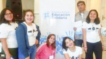 El equipo chubutense está integrado por Aluminé Sáez, Evelyn Parada, Lúa Gago y Hermione Walsh, junto con los docentes Débora Millanguir y Boris Sáez.
