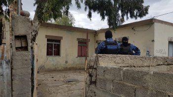 Allanaron las casas de los presuntos asaltantes del remisero