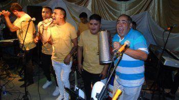 Cordobés ganó el Quini y organizó una fiesta para sus vecinos