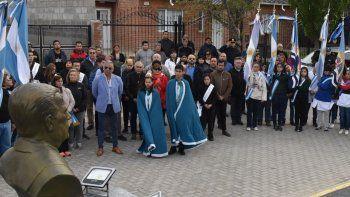 El acto tuvo lugar junto al Monumento a la Soberanía Popular donde se encuentran los bustos de Raúl Alfonsín y Juan Domingo Perón.