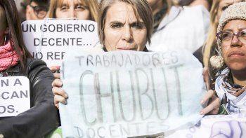La confirmación de los descuentos soliviantó los ánimos docentes y hoy habrá nuevas manifestaciones.