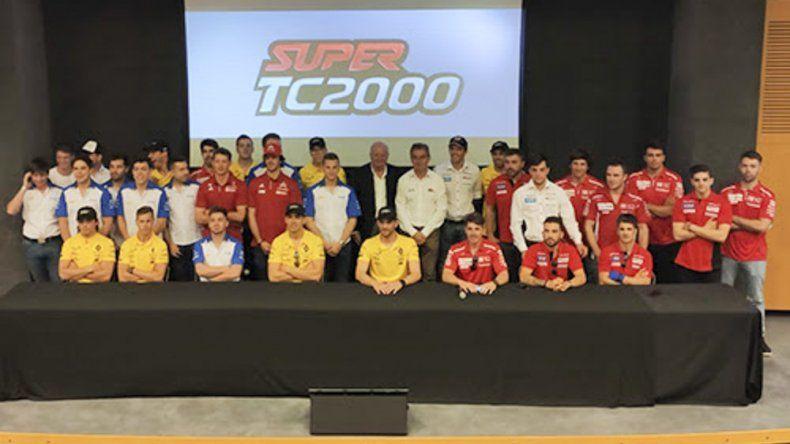Pilotos y dirigentes durante la presentación de los 200 Km de Buenos Aires del Super TC2000.