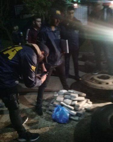 Secuestraron droga destinada a Caleta Olivia que traían de Paraguay oculta en neumáticos - El Patagónico