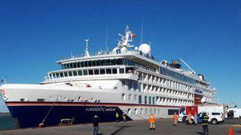 El crucero Hanseatic Nature de una empresa naviera alemana arribó el viernes con 190 pasajeros a Puerto Deseado.