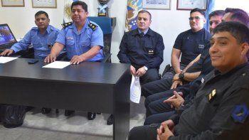 El comisario mayor Carlos Bordón presidió la rueda de prensa en la que se anunciaron las actividades que se realizarán en Caleta Olivia por el 135° aniversario de la Policía de Santa Cruz.