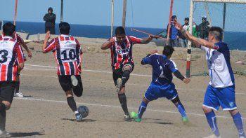 En un partido de jerarquía, Stella Maris y San Martín sellaron una tarde a puro gol. (Foto: Angel Romero)