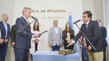 Ayer Arcioni le tomó juramento a Andrés Meiszner como ministro de Educación. Es el quinto en su gestión de dos años.