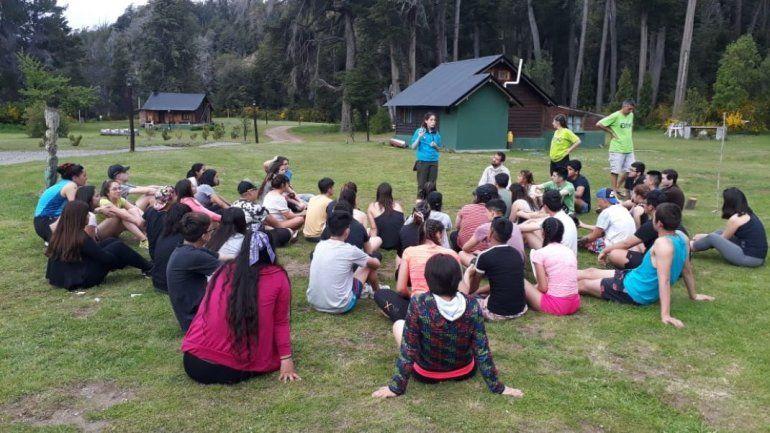 Estudiantes secundarios participan de un campamento científico - El Patagónico