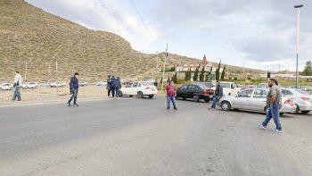 El piquete de remiseros interrumpió durante parte de la mañana de ayer la circulación entre la zona norte y el centro de Comodoro Rivadavia.