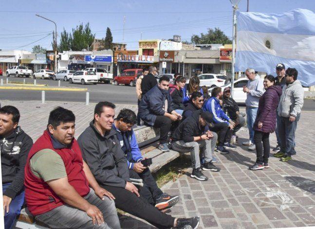 Caleta Olivia sigue sin colectivos y choferes protestaron en el Gorosito - El Patagónico