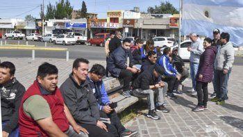 Choferes de Maxia SRL, junto a personal administrativo y de taller, concentraron en la plazoleta del Gorosito y marcharon al municipio.
