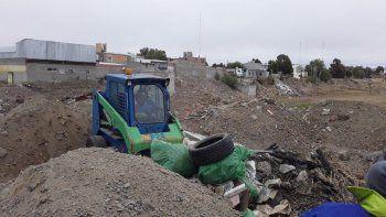 Empresas constructoras estaban autorizadas para volcar escombros en la laguna de Palaz-zo, pero alguien arrojó residuos sólidos.