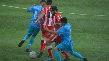 El Deportivo Roca ganó 1-0 y permanece en zona de promoción.
