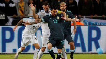 con un gol de messi sobre el final, argentina igualo 2-2 ante uruguay