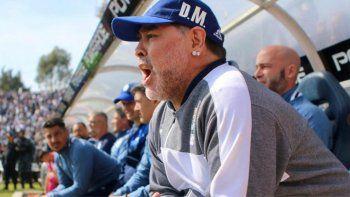 Maradona les anunció a los jugadores que no seguirá siendo el DT de Gimnasia