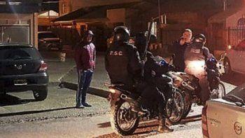 Entre las últimas horas del domingo y la madruga del lunes hubo un intenso operativo de búsqueda por parte de personal policial y del Servicio Penitenciario provincial en calles de Río Gallegos.