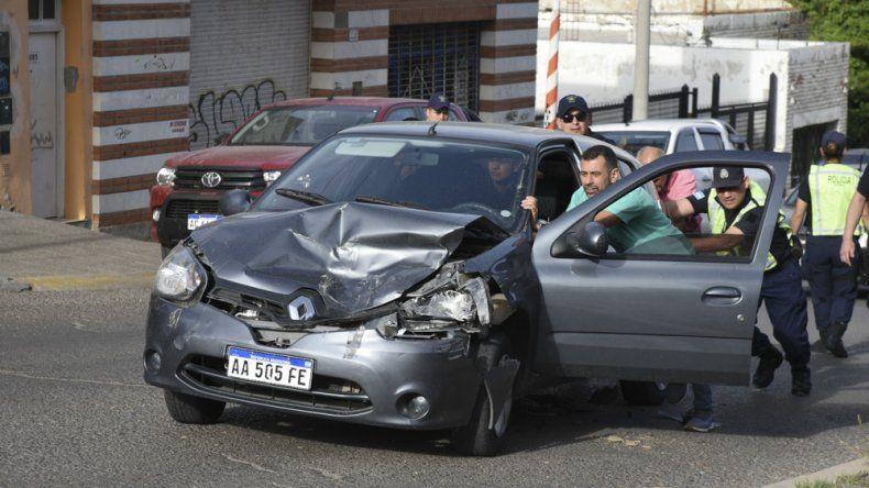 En el Renault Clío viajaba el niño que sufrió lesiones.