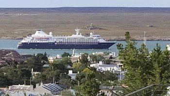 El Silver Cloud es el segundo crucero que arriba a Puerto Deseado en la temporada turística 2019/2020.