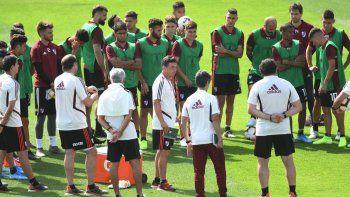 El entrenador de River Marcelo Gallardo reunió a los jugadores y resto de cuerpo técnico para una charla de tres minutos.